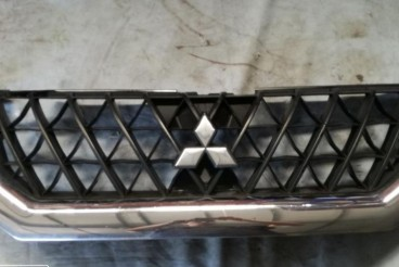 Grelha frontal Mitsubishi Pajero Sport Wagon