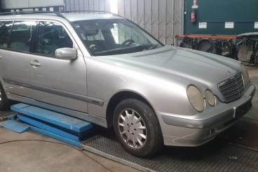 Mercedes Benz E 220  w210 ano 2001 para peças